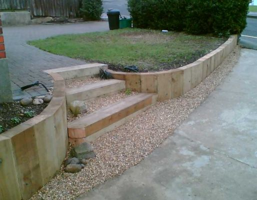 Eddie's sloping garden project with railway sleepers