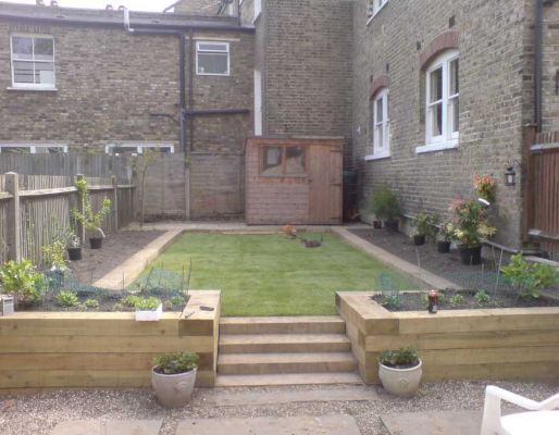 Raised bed projects with railway sleepers for Sleeper garden bed designs
