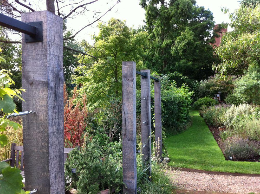 Oak Post Walkways In The Chelsea Physic Garden London