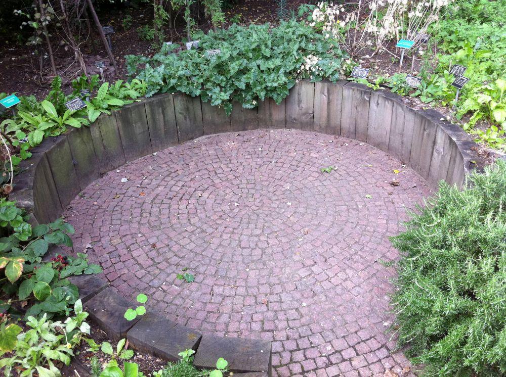 Chelsea Physic Gardenu0027s Circular Patio With Sleepers