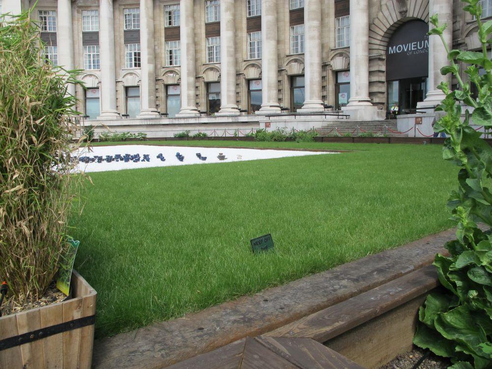 Garden Borders Using Sleepers : London county hall garden with railway sleepers