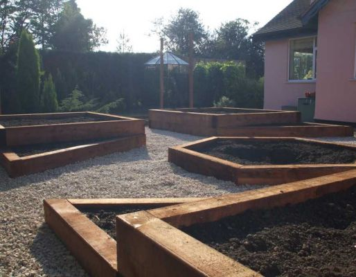 John Schofield's raised bed design with railway sleepers
