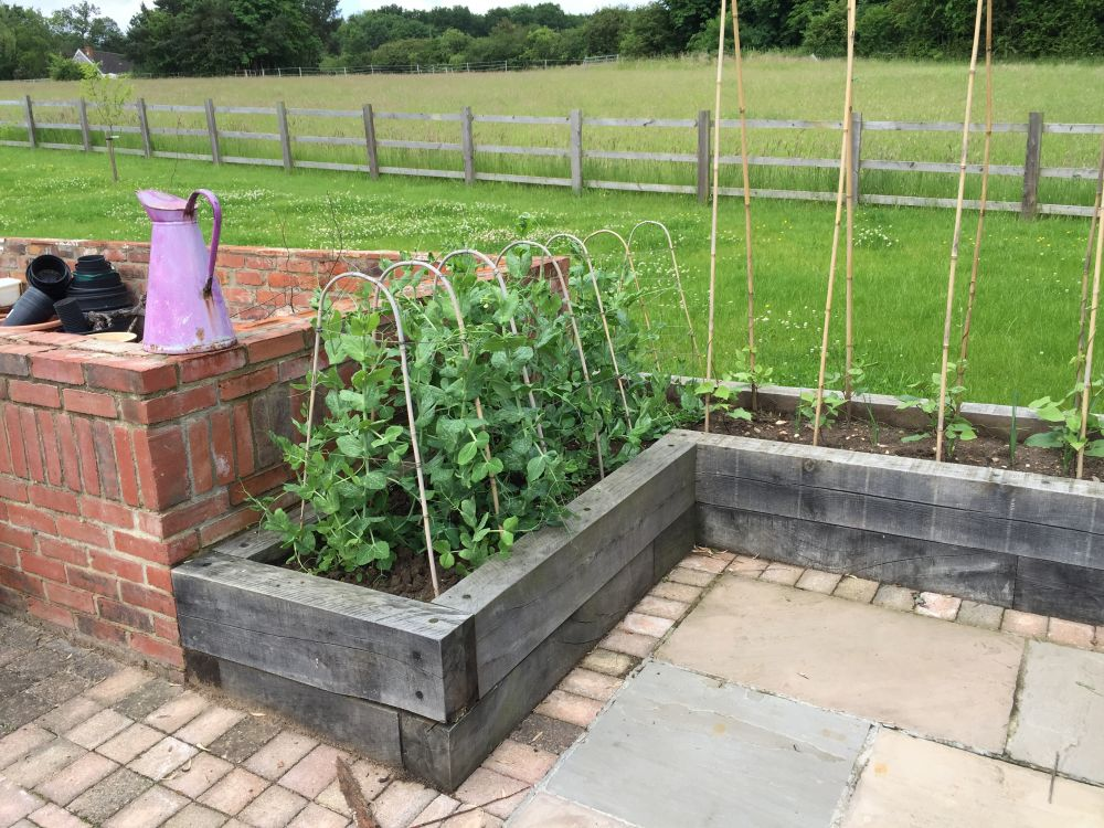 Crafty oak 39 s beautiful raised beds from new oak railway for Beautiful raised beds