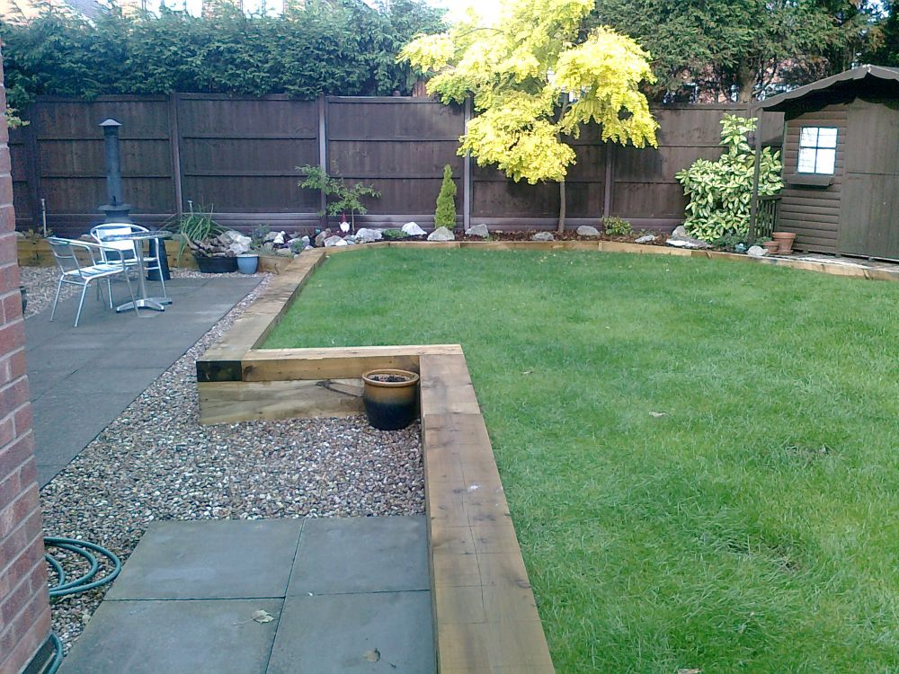 Patrick 39 s new raised beds retaining walls with railway for Raised border edging