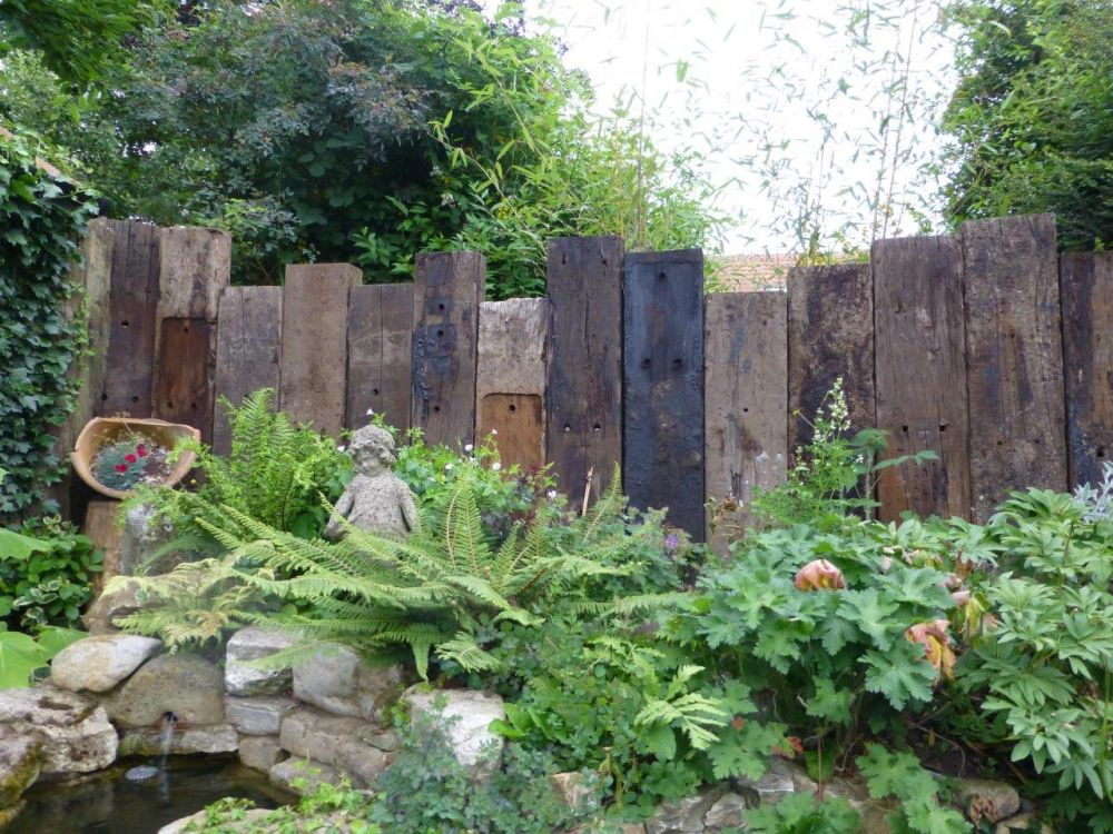 North nottingham wall from vertical used railway sleepers for Landscape garden idea nottingham