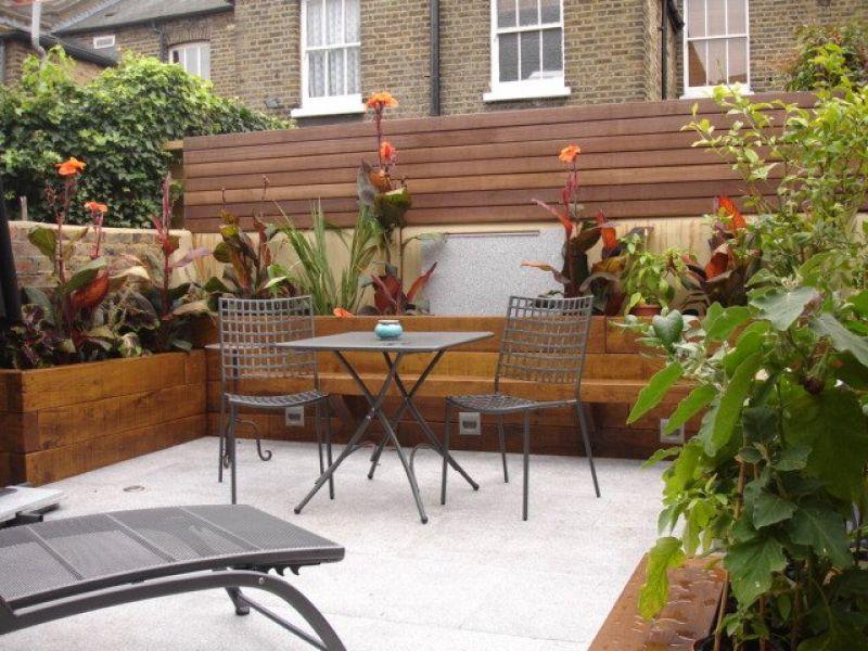 Fiona 39 s courtyard with oiled new railway sleepers for Garden designs using railway sleepers